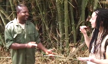 Video of Ghanian guide asking about sign language